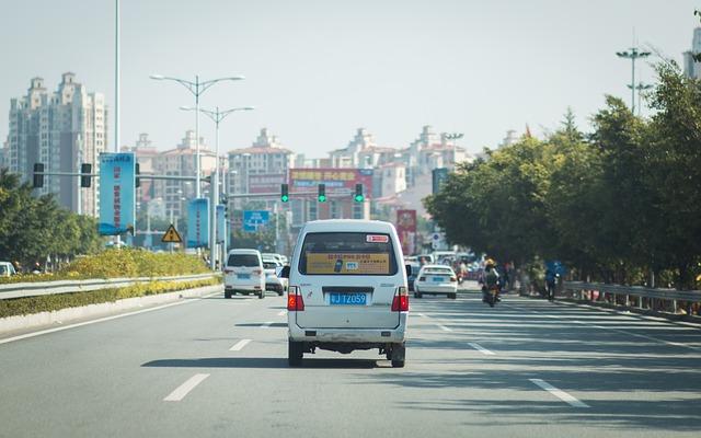 auta, semafory, zelená