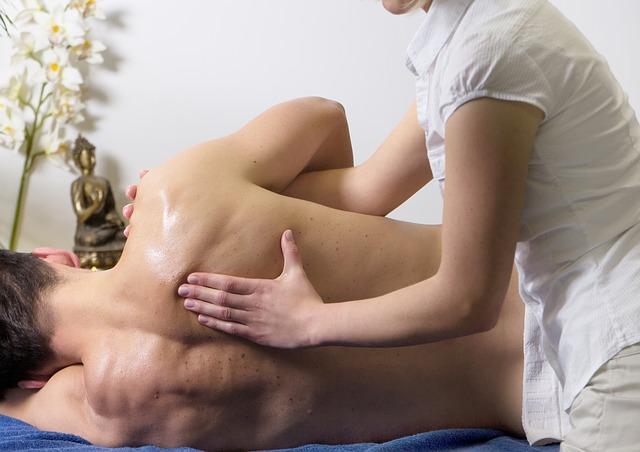 muž na masáži