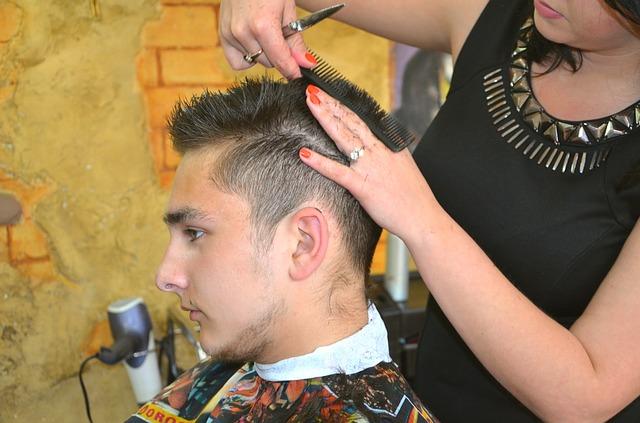 muž u kadeřnice